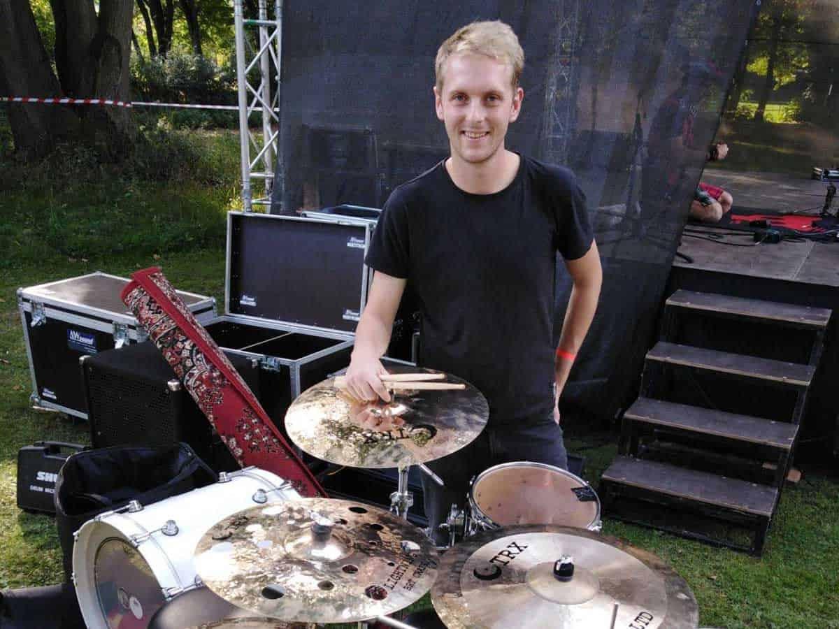 """""""Baví mě ten široký výběr, co nabízí,"""" říká o TRX Samuel Palán, bubeník Ready Kirken"""